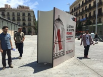 Símil de llibre que presideix la Plaça del Comerç davant d'El Born CCM durant tota la Setmana de la Cultura Prohibida.
